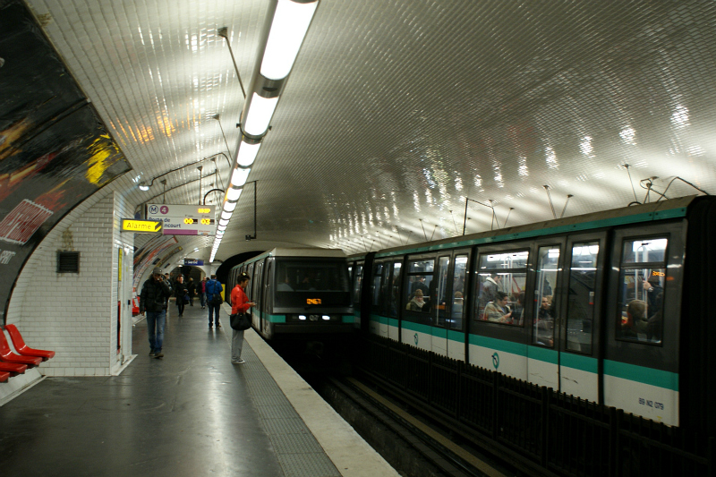 Two MP 89CC stock trains at station Etienne Marcel, Line 4. Photo Credit: Minato.