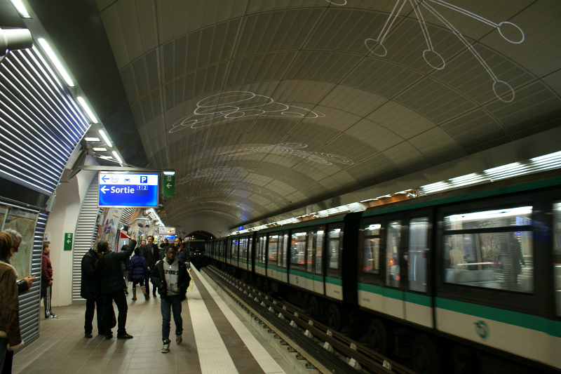Two MP 89CC trains at station Mairie de Montrouge, Line 4. Photo Credit: Minato