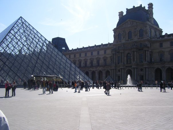The entrance to the Louvre. Photo taken by HARTride 2012. March, 2009.