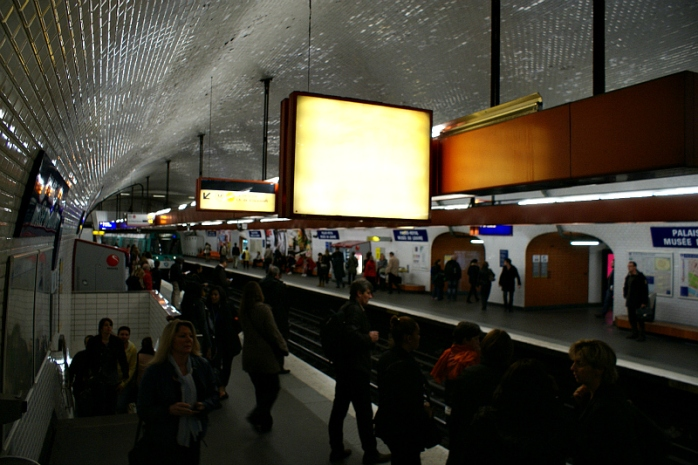 The busy 7-train platforms of station Palais Royal – Musée du Louvre. Photo Credit: Minato.